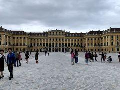 まずはシェーンブルン宮殿です。