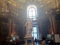 オーストリア国立図書館へ。