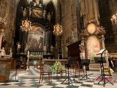 夜はシュテファン大聖堂で、「四季」のコンサートに行きました。 一番安い席で見たけど、十分楽しめました。 というか、1日歩き回った後の夜のコンサートなので、中盤ちょっと寝ちゃいましたw 演奏者から遠いので一番安い席でよかった。
