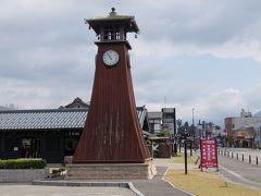 時鐘(ときがね)  明治の初めごろ建てられた鐘を打ち鳴らして時を知らせる建物が明治21年の大野町大火で焼けてしまい、この建物が時鐘をなつかしんで建てられたそうです。