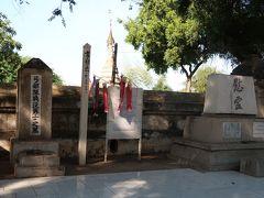 15時にホテルを出発。タビニュ僧院にある日本人戦没者慰霊碑にお線香をあげ合掌。