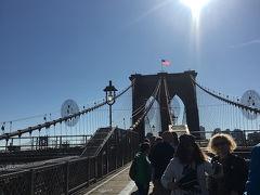 そして、歩いてブルックリンブリッジへ!!!!! めちゃめちゃ逆光だけど笑 でもずっと来たかったのです。 魔法にかけられてでも、ゴシップガールでも、SATCでも、その他いろいろな映画やドラマで見てきたブルックリンブリッジ。素敵~~~ ものすごい人たくさんいたけど素敵。