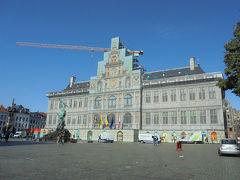 アントワープ市庁舎は修復中でした。残念。まあ面影はわかるんだけど・・・。