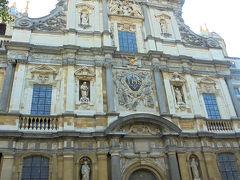 聖カルロスボロメウス教会へ。ここは15年前にも来たことはしっかり覚えてる。 この教会は、1621年に建てられ、その建築にルーベンス関わったが1718年、落雷による火事でほとんどが焼失してしまったとのこと。このファサードのデザインをルーベンスが手がけたそうで、 数少ないルーベンスの遺産のようです。
