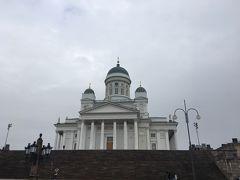 やはり大聖堂を見ないとね。天気は小雨。観光客は少ないです。