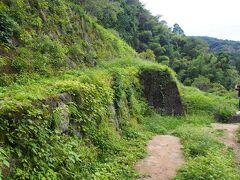 清水谷精錬所跡です。  石見銀山での採掘は主として戦国時代から江戸時代にかけて行われたようですが、明治以降も採掘の試みはなされていたようです。 清水谷精錬所も明治以降に建設されたようですが、鉱石の質量ともに振るわなかったようで、建設後10年程度で閉山したようです。