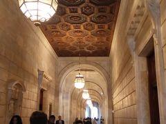 事前に映画で予習済だった、ニューヨーク公共図書館。素敵な建物だったー。こんな図書館が近所にあったら楽しいだろうなぁ。お土産屋さんのセンスがよくて、今回見た中では一番だったかも。初日だったので、何も買わなかったのが心残り。