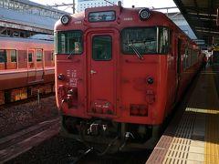 岡山から津山線1両のワンマン列車の各駅で1時間半程で津山に着きます  列車は岡山からは座席はほぼ満員で出発 途中駅で乗ってきたのはざっと5人ほどのローカル線でした
