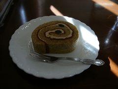 まずは フランセに行き 津山ロールを食べます  ロールケーキ 軽くなくもっちりとして美味しかった