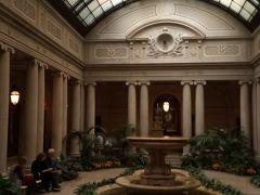フリックコレクション。ここもお気に入りに。個人の邸宅が美術館になっているのだけど、とにかく大豪邸で中にいるだけでも楽しい。中庭たけは撮影OK。