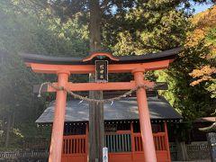 宿場の南の鳥居峠の登り口にある鎮神社。