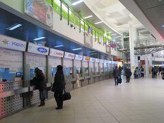 中央駅の隣にはバスターミナルもあります。