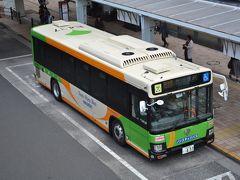 当直明けで自宅で仮眠後、羽田空港へ向かいます。都営バス最新のE代車、屋根上に局番が付いてるんですね。