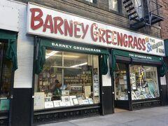 ホテルからまた徒歩でBARNEY GREENGRASSへ。 ベーグルランキングに入ってました!! 注文の仕方が分からないので、写真を見せて注文しました。