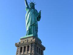 ついにスタテン島に上陸。目の前に自由の女神が!! いつか王冠まで行きたいけど、何ヶ月前に予約すればいいのか・・・。