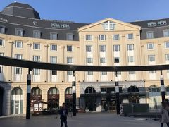 ホテル到着。 『Hilton Brussels Grand Place』。  15:00チェックインのため、ゆっくり来たのですが、10:00過ぎに到着。 ヒルトンオーナーのためか、理由はわかりませんが、すぐに部屋に入れてもらえました。(しかもUPグレードもしていただけたようで...)  ホテルは、Hotels.com ジャパンから予約。  こちらのホテル、ブリュッセル中央駅の目の前なので、大変便利です。 1FにGODIVAやコンビニ(スーパーマーケット)もあります。  ~つづく~  https://4travel.jp/travelogue/11562874