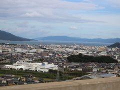 敦賀市街地を眼下に眺めて、さてドコに行こうか~西紀S.Aに置いてあったパンフレットで見た「越前大野城」を目指すことにします・・