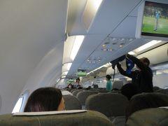 ななななんと国際線なのに個人モニター無いよベトナム航空! 数年前にアンコールワットへ行ったときに乗ったけど、未だに無いのかい… 成田空港10時発のベトナム航空直行便でダナンへひとっ飛び