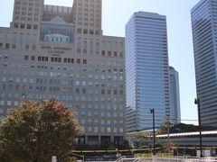 まずはホテルに荷物を預けに行きます。 京橋駅からコンコースで繋がっています。
