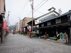 北陸の小京都とも呼ばれる城下町。以前から覗いてみたかった七間朝市を覗いてみました。春分から年末まで、毎朝7時から11時くらいまで七間通りというちょっとレトロな通りで朝市が江戸時代からずっと開かれていて、野菜や青果、惣菜などを地元のおばちゃん、おじちゃんが売っています。これって考えてみたら結構すごくないですかね。