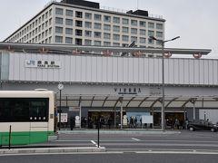 1時間ちょっとで奈良駅到着! 奈良駅、想像よりこじんまりでした。 私はホテルをJR奈良駅前にしたので、荷物預ける関係でJR利用したけど、どうやら奈良は近鉄奈良駅の方が大きいようです。