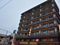 今日のお宿。 これ、ドーミーイン。 『天然温泉 吉野桜の湯 御宿 野乃』という和風スタイル。 奈良駅から徒歩1分! 素晴らしい立地。