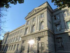 市内観光出発までに時間があったので、ホテル周辺を散策しました。 ホテル前の立派な建物は博物館でした。