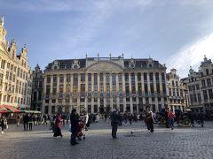 市内散策に出掛けます。  世界一美しい広場のひとつである『グラン・プラス』。