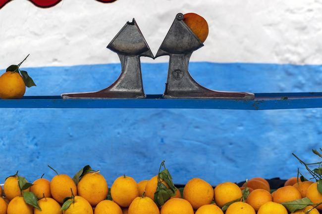 オレンジジュースを作るこの器具がレトロで良い感じです。