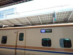 北陸新幹線に乗るのは久しぶり。 11時過ぎ東京駅発の「あさま609号」  先の台風の被害による運休・一部復旧を経て、この時は本来の9割ほどのダイヤで運行していました。指定席券販売も、この旅行の一週間前くらいに一斉に解禁されたので発売日はとても混んでいてなかなか「えきねっと」が繋がりませんでしたよ。