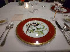 ディナーはホテル内「レストラン桂姫」で。 女子旅プラン用のコースで、デザートが2種選べるというものでした。