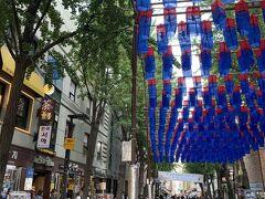 仁寺洞のメインストリートへ! ここは昔ながらの街に現代が混ざってる とても素敵なところでした☆  韓国お土産にぴったりなお店が たくさんありました