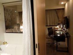 宿泊先の台北駅前にあるシーザーパークホテル台北にチェックインして部屋に入りました