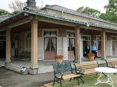 旧リンガー邸。 結局実業家たちが成功して作った屋敷。 そして長崎港を一望できる好立地な場所の豪邸。 東山手十二番館から中華街に向かう通路近辺と比較すると貧富の差を感じるなぁ~~