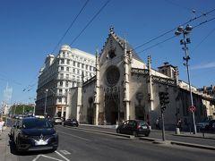 道を挟んで、聖ボナベンチャー教会。