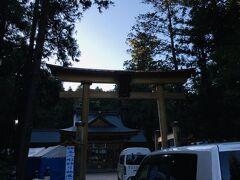 次は、日本アルプスの総鎮守「穂高神社」です。 私は6月に来たので、友達が御朱印いただきました。  今週末には、「新そばと食の感謝祭」が開催されるみたいです。 新蕎麦や地元の特産品が並び、あの柔道家の篠原信一さんがトークショーで来日するようです(^-^)