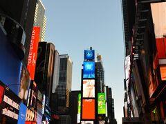 朝のタイムズスクエアに行きましたー!! 人が少ない!