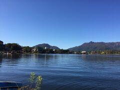 最後に河口湖から富士山を見て行こうと、河口湖の旅館街にあった無料駐車場に停めて、景色を楽しもうと思ったが、富士山が見えない事に気づく。