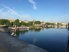 何度も歩いたポンヌフ橋もこれで最後かな? 最終日もとってもいいお天気。セーヌ川からの景色ももう少しでお別れ。 寂しいなー。  ポンヌフ駅から電車に乗って、この日の最初の目的地オペラガルニエ宮へ!
