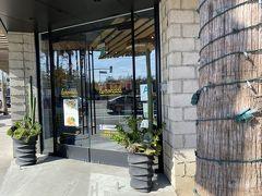ランチは先ほどのスーパーの横にあるLemonadeというお店で。