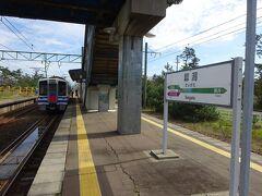 犀潟駅に到着。 ほとんどの電車はこのまま直江津まで直通するけど、この電車は犀潟駅止まり。