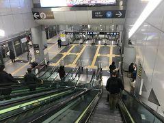 寝る間もなくソウルに到着。  特にあてもなくAREXでソウル駅まで。 しっかし、AREXの乗り場地下深いなぁ。