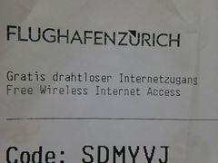 チューリヒ空港は航空券をかざしてパスワードを貰わないとWi-Fiに繋がらないみたいです。