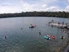 イーチャム湖です。旅行ガイドにはあまり載ってない気がする。レンタカー屋のスタッフに聞いたらここいいよって言ってたのできてみた。地元の人たちが湖水浴してる。みんな海じゃなく湖行くのね。