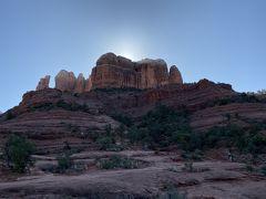 帰る前に最後に寄ったのがこちら。 カセドラルロック。  この写真に写っている岩のところまで登れるらしいのですが…