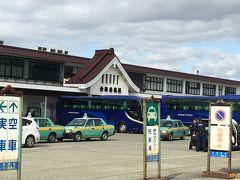 トータル2時間半程で会津若松駅に着きました! 時刻は11時。 13時26分の列車に乗らなければ帰れません。 まずめざすのは?