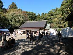 東門から偕楽園を後にし常盤神社へ。 七五三で大変混雑してました。
