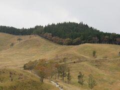 砥峰高原・・・約90haにススキが広がる、映画やドラマなどのロケ地に選ばれているドラマチックなスポット