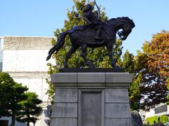 松平直政の像  松本から松江藩主として入国。 そばは庶民だけじゃなくて、武士とかも高貴な人たちも食べるもの、 としたのは彼だとか。