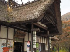 会津鉄道に乗り、湯野上温泉へ。芦ノ牧温泉~塔のへつり間は上りも下りも団体のツアー客と遭遇した。ただ人数制限がされているのか、都内の朝の通勤ラッシュのようなことはない。